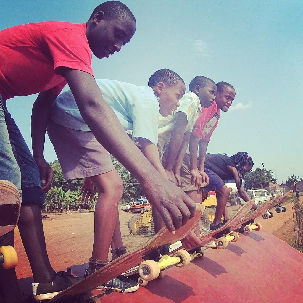 Skaters Mukono Roule Petit Ougandais